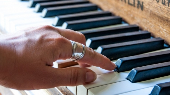 Udemy Piano 1 hour from beginner to playing the songs you want TUTORiAL
